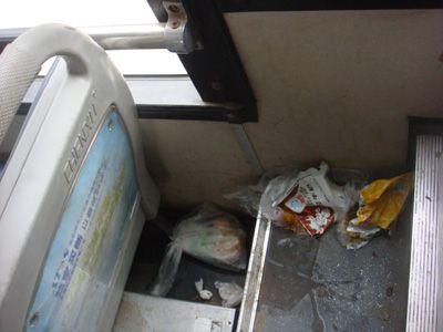 小孩在公交上大便,家长不愿清理,司机的一句话让家长羞愧了