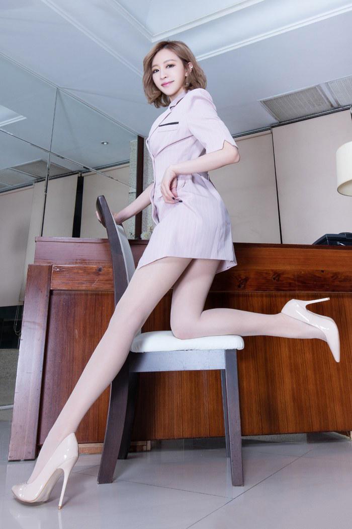 气质女强人图片_气质女强人办公室长腿丝袜诱惑写真_美女图片_mm4000图片大全