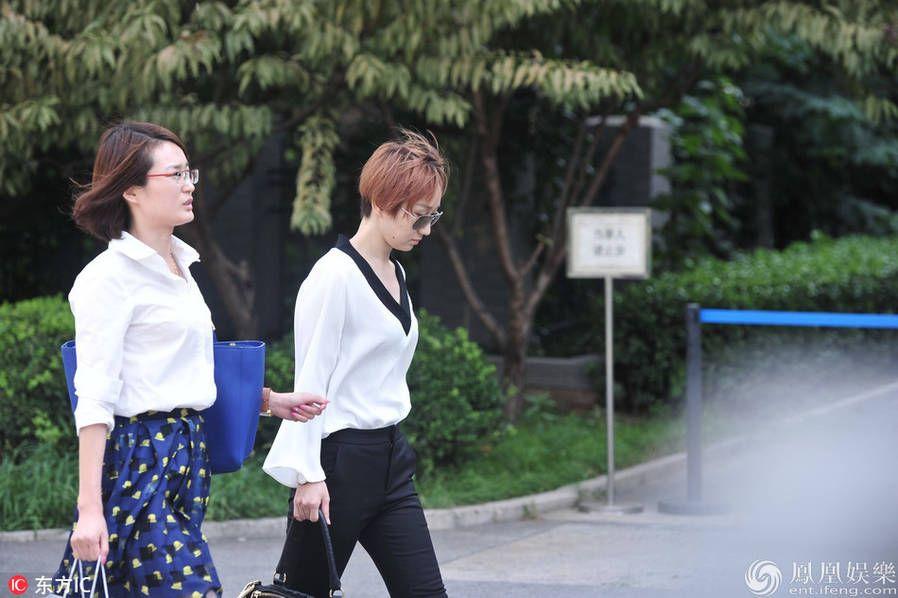 宋喆杨慧离婚案开庭 宋喆申请不公开审理(现场图片)