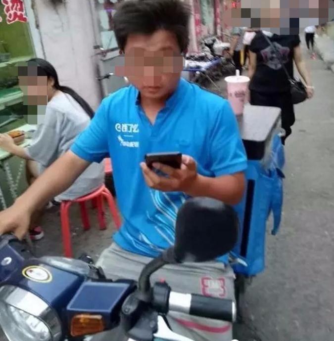 外卖小哥袭胸被抓获,年仅24岁!