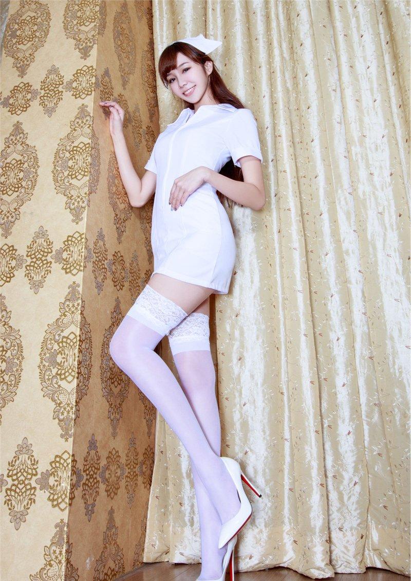 白丝丝袜美女_沙发美女白丝长腿性感护士制服诱惑写真_美女图片_mm4000图片大全